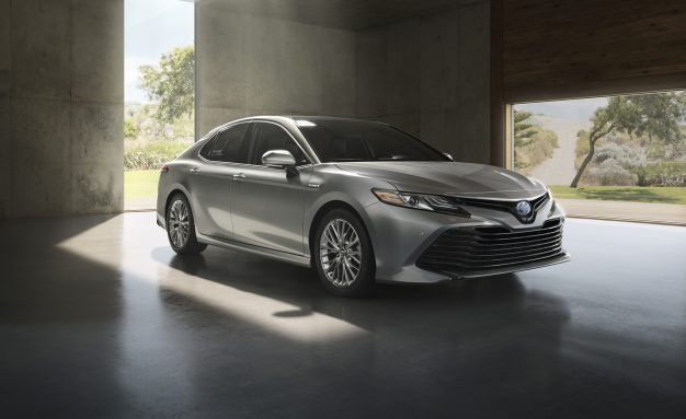 2018 Toyota Camry Hybrid Launches